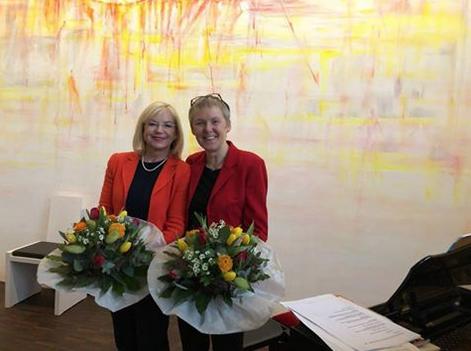 """Klangvolles Dankeschön: CSU-Kandidatin Barbara Regitz musiziert für das Jugendhaus """"Stapf"""""""
