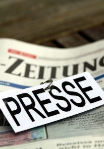 Presse Schild XI von Daniel Ernst / 25397051 – stock.adobe.com