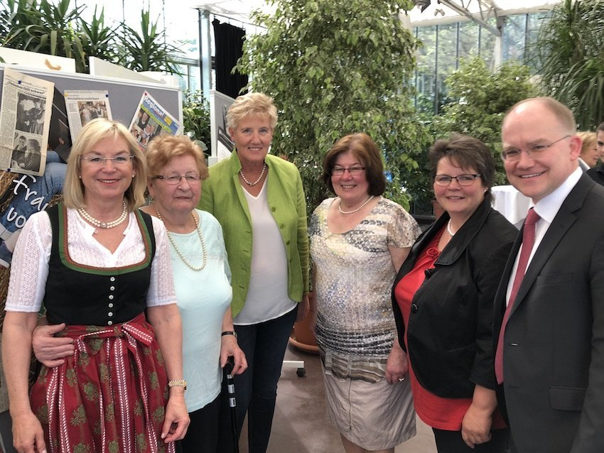 70 Jahre Landfrauen im Nürnberger Knoblauchsland - Barbara Regitz, Inge Seischab, Renate Höfler, Käthe Völkel, Doris Greul - Leuzmann (amtierend), Sebastian Brehm